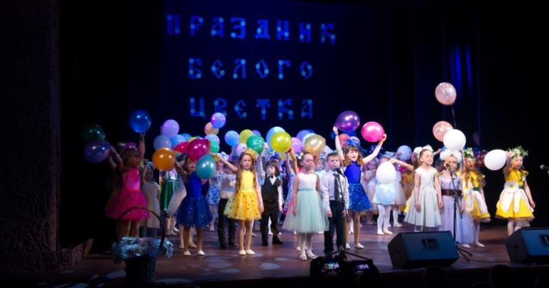 Седьмая благотворительная акция «Праздник Белого цветка» состоялась в Магаданском театре кукол