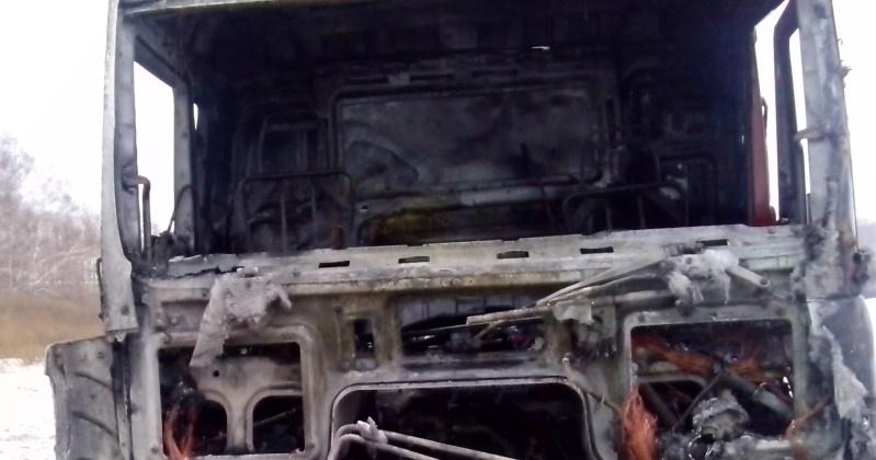 """Грузовой автомобиль """"Шахман"""" сгорел на 18-ом километре трассы """"Колыма"""""""