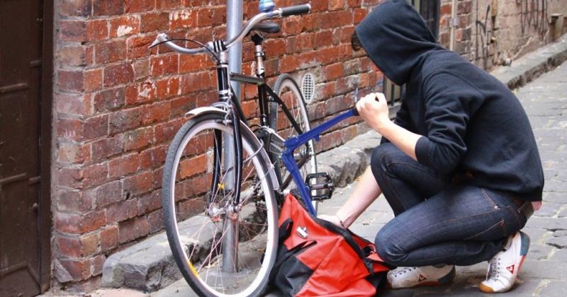 Оставленный без присмотра велосипед в одном из подъездов Магадана был похищен
