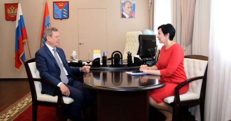 Сергей Абрамов и Оксана Бондарь обсудили вопросы расселения неперспективных поселков и развития сельских населенных пунктов
