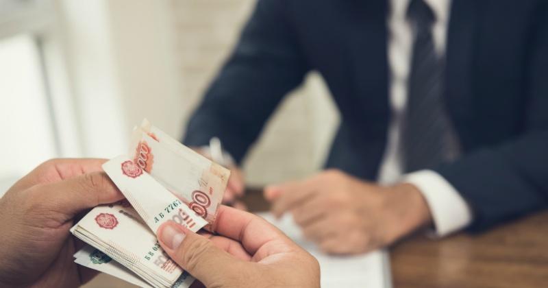 Российским чиновникам поднимут оклады и пенсии