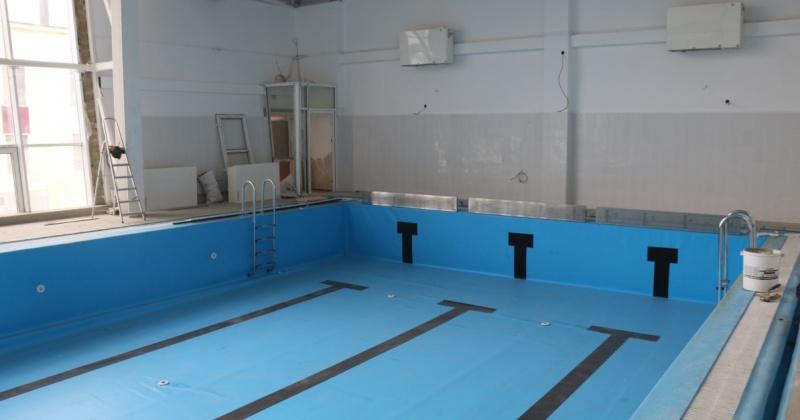 Сергей Носов проверил ход работ на строительстве физкультурно-оздоровительных комплексов с бассейнами