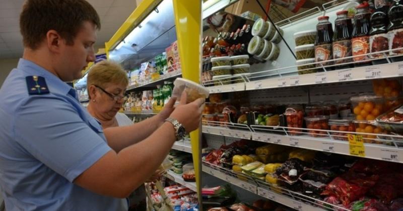 27 наименований пищевых продуктов с истекшими сроками годности продавали в колымском магазине