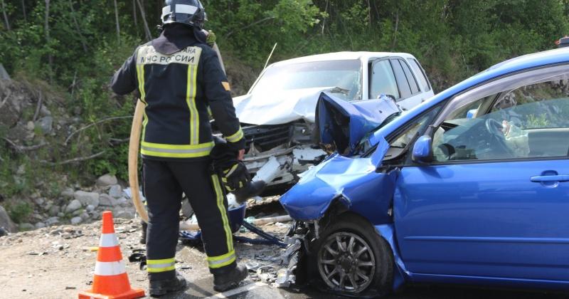Магаданские пожарные оказали помощь в ликвидации последствий ДТП на 12 километре автодороги «Солнечный-Ола»