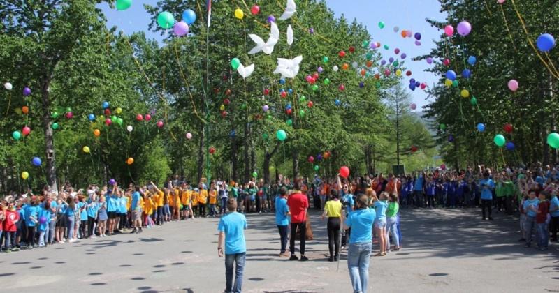 114 колымских ребят, показавших лучшие результаты в различных конкурсах, поедут в этом году на летний отдых в детский лагерь «Океан» во Владивостоке