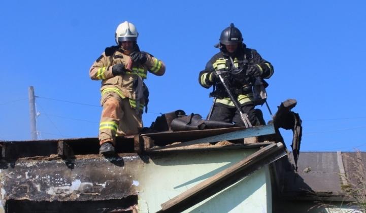 Огнеборцы города Магадана ликвидировали загорание частного дома