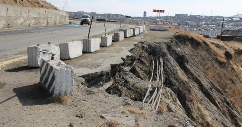 Правительство РФ выделит 795 млн рублей на берегоукрепление Портового шоссе в Магадане