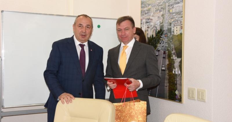 Мэр Юрий Гришан поблагодарил работников СМИ за информационное сопровождение и освещение празднования юбилея Магадана