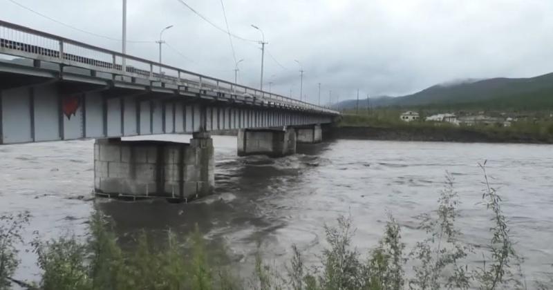 На реке Берелёх у города Сусуман продолжается подъем уровня воды