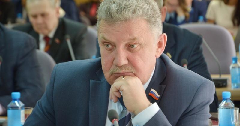 Свыше 150 обращений избирателей решил депутат магаданской облдумы Сергей Плотников