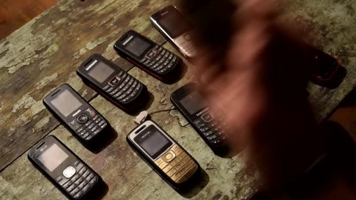 Три тысячи рублей штрафа заплатит магаданская пенсионерка за попытку передать телефоны заключённому