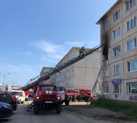 Магаданские пожарные ликвидировали загорание в комнате пятиэтажного жилого дома