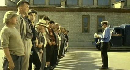 Колымчанин отработал 100 часов в одном из РЭУ города Магадана за неоплаченные штрафы