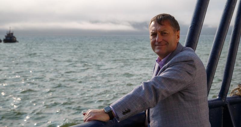 Рыболовный траулер «Вилиг» пришвартовался в Магаданском морском порту с рекордным уловом краба-стригуна