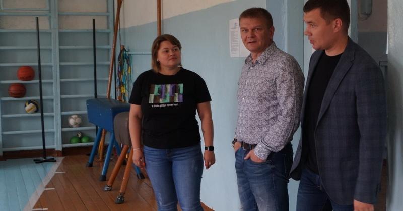 Сергей Смирнов обеспечит лыжную секцию в школе п. Снежный спортивным инвентарем
