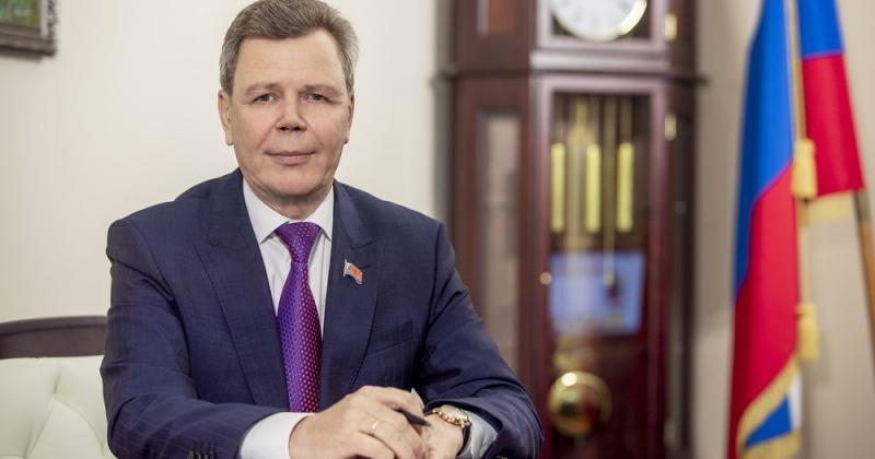 Сегодня своим трудом и добрыми делами каждый из нас помогает России идти вперед во благо будущих поколений - Сергей Абрамов