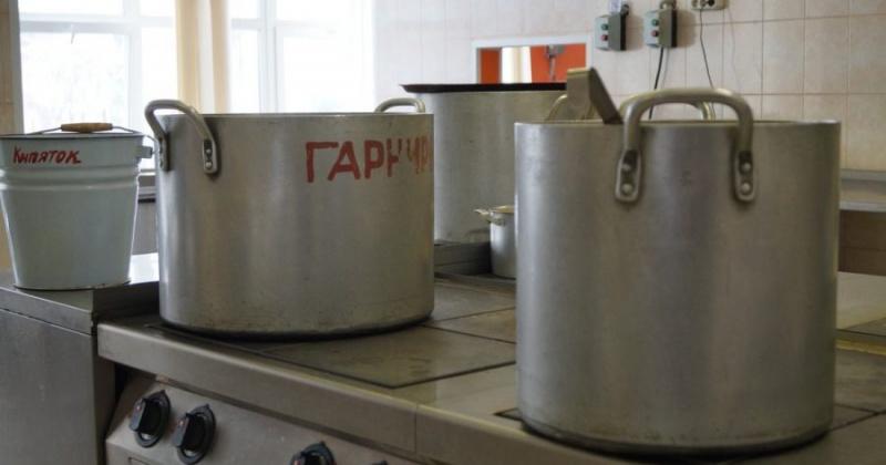 Просроченные продукты и нарушения хранения суточных проб пищи выявили в одной из больниц Колымы