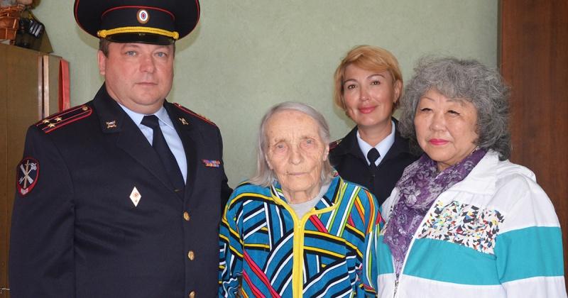 С 76-летием Курской битвы поздравили магаданку и ветерана Великой Отечественной войны Александру Васильевну Сафронову
