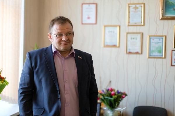 При содействии Александра Вахова в гимназии установили новые окна
